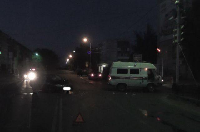 ВНовосибирске «Тойота» непропустила автомобиль скорой помощи ипротаранила его