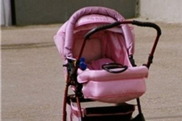 Женщина, у которой украли детскую коляску, обратилась в полицию с заявлением.