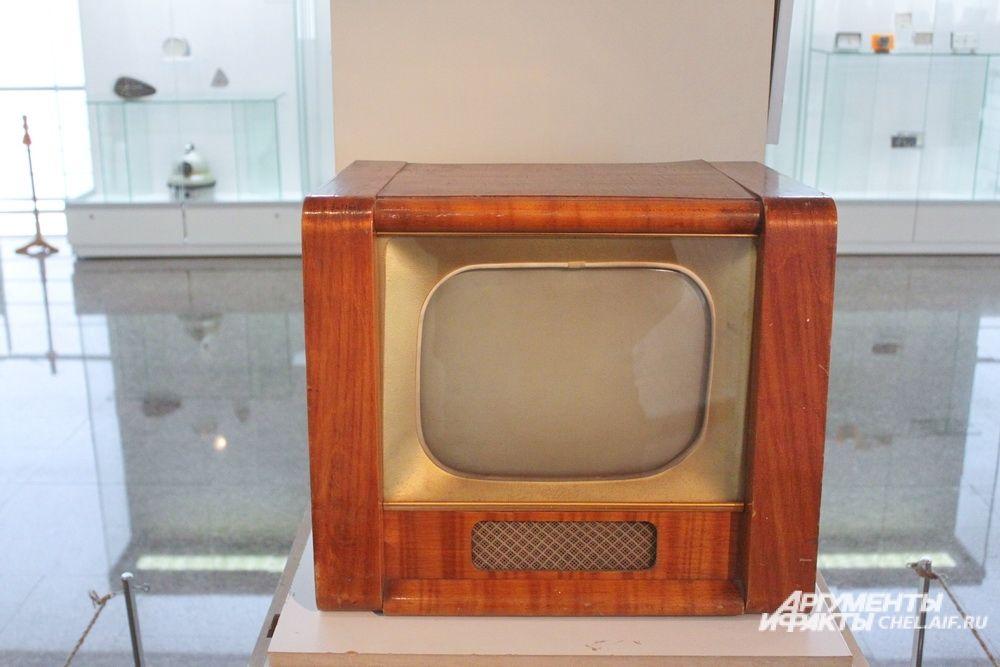 Телевизионный приемник «Рекорд», Александровский радиозавод (Владимирская область), 1958 год.