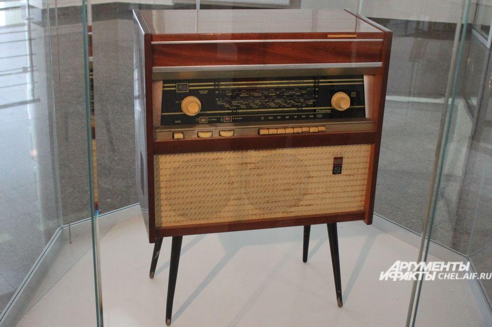 Радиола сетевая ламповая «Ригонда-102», выпускалась с 1970 года Рижским радиозаводом имени А. С. Попова.