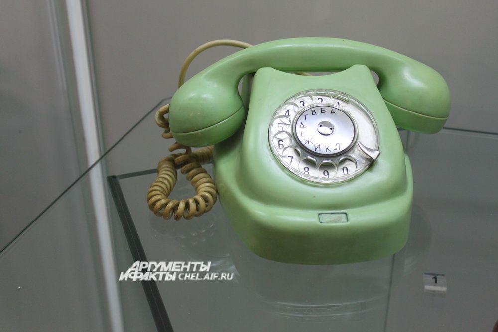 Дисковый телефон «Tesla».