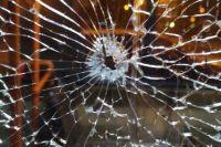Неизвестные обстреляли пассажирский автобус, который двигался по маршруту №56
