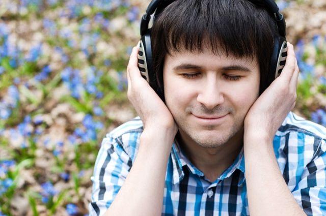 Песню группы «Банд'Эрос» мужчина прослушал 483 раза.