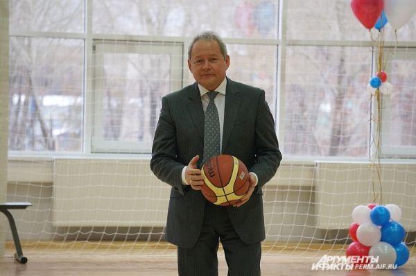 Виктор Басаргин старался поддерживать спорт в районах края.