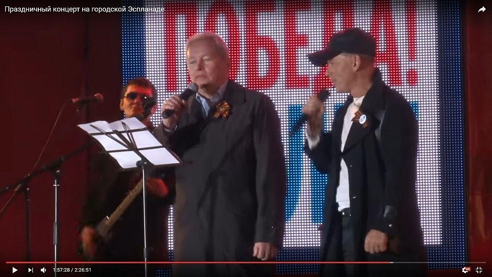 Губернатор известен также благодаря своему прекрасному голосу. Так, 9 мая он спел дуэтом с Олегом Газмановым.