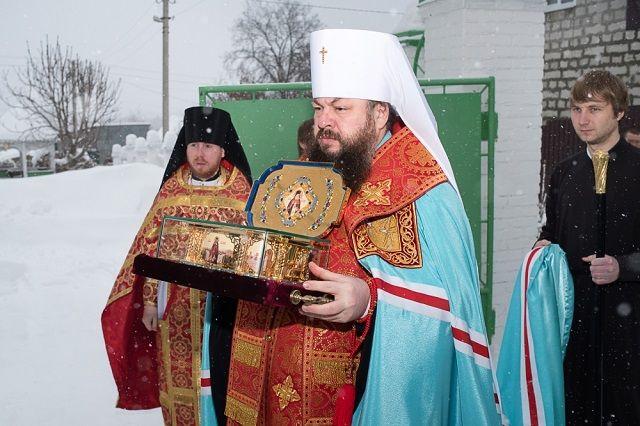 Реликвию встречал митрополит Пензенский и Нижнеломовский Серафим.