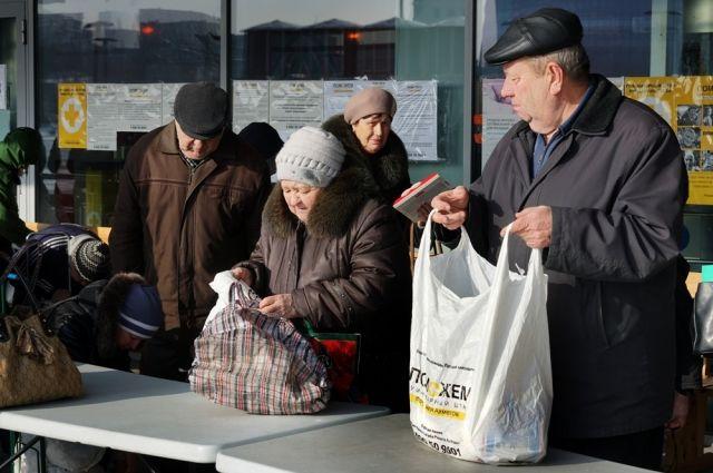 Пенсионеры получают регулярную гуманитарную помощь.