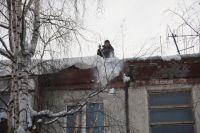 Если на козырьках подъездов и крышах домов снег убрали вовремя, значит, УК работает со знаком «плюс».
