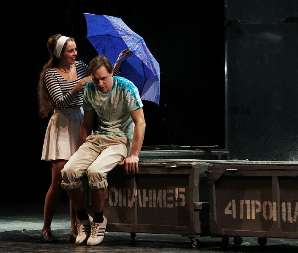 На сцене прошёл дождь из воды, которая была отнюдь не бутафорской.