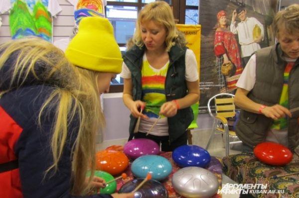 Рядом - тематический музей барабанов из Екатеринбурга, пока пробная версия, а летом в Сочи должна открыться полноценная экспозиция.