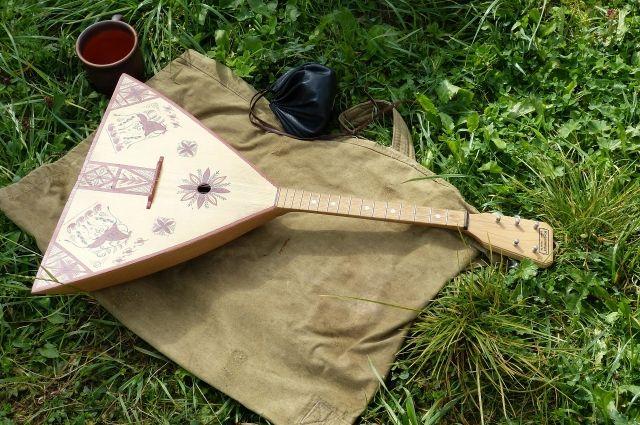Музыкант доказал миру, что балалайка- полноценный инструмент.
