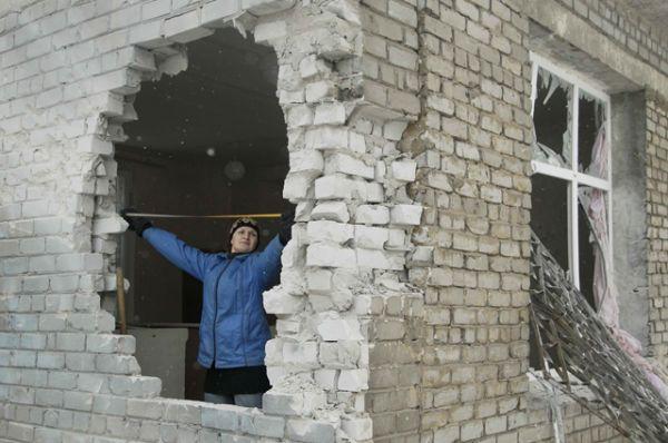 Разрушенные здания в Донецке.