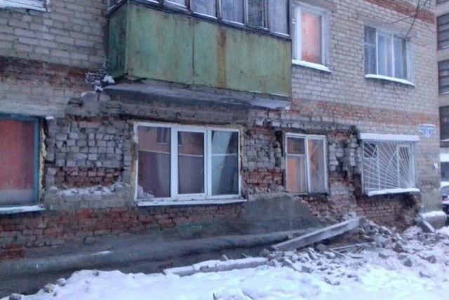 Менее двух месяцев назад в доме обрушилась стена.