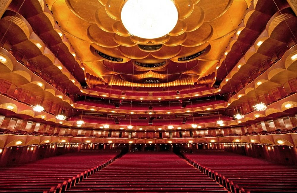 Метрополитен-опера в Нью-Йорке выглядит более модерново