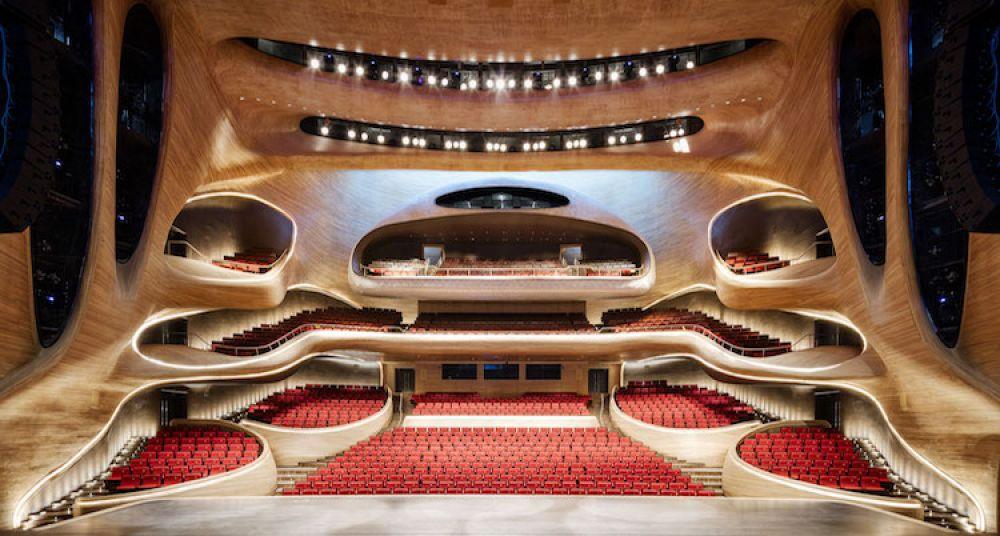Интересно оформлен оперный театр в Харбине, Китай
