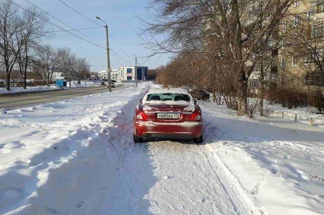 ВЧелябинске шофёр джипа сбил мать с сыном