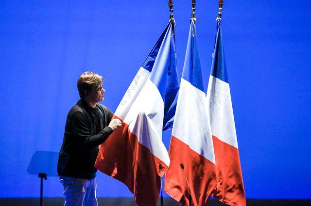 Спецслужбы Франции: РФ хочет вмешаться впрезидентские выборы для поддержки ЛеПен