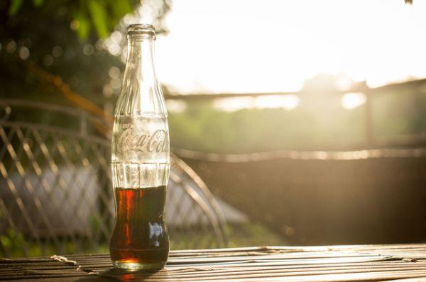 Газированные напитки. Зачастую содержат кофеин и много сахара. Но это не все. Стакан газировки создает ощущение тяжести и вздутия в желудке – что сильно мешает уснуть.