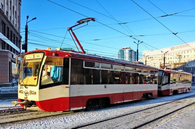 Наперекрестке улиц Труда иСвердловского проспекта остановились трамваи