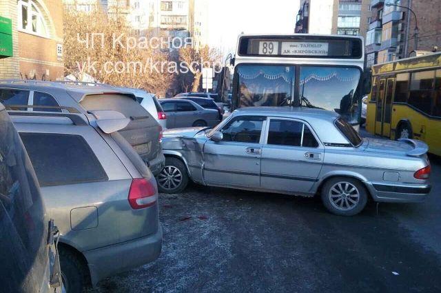 В ГИБДД подтвердили факт аварии и сообщили, что пострадавших в ДТП не было.