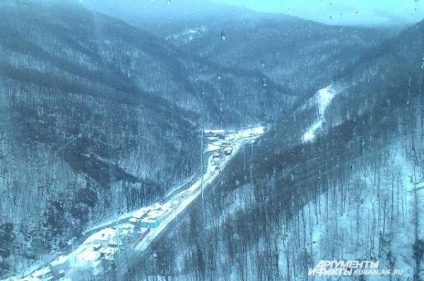 Вид на Красную Поляну с канатной дороги.