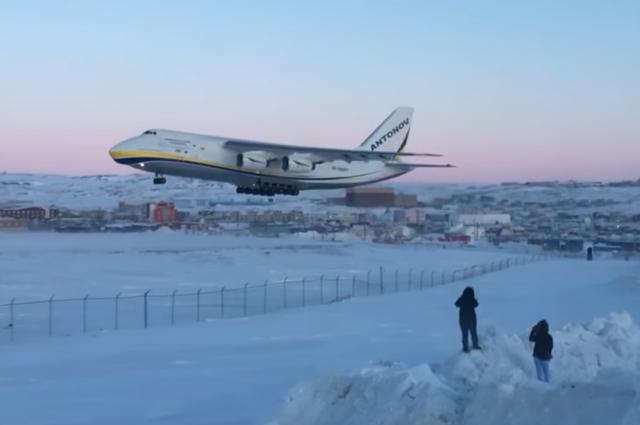 Украинский Ан-124 доставил для Боинга двигатель