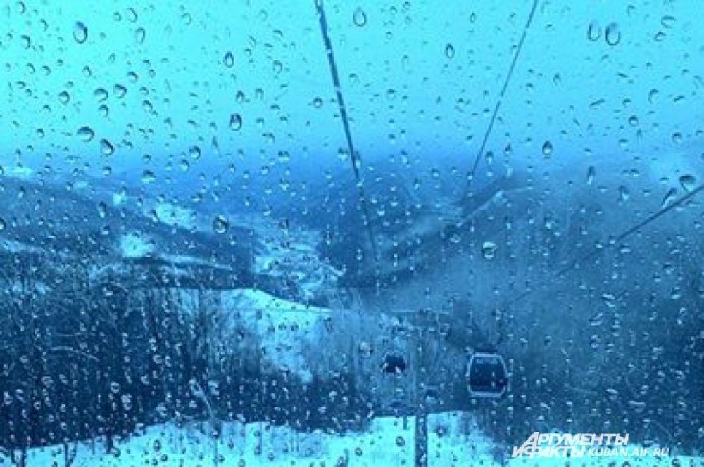 Если наверху идет снег, то внизу - дождь. Переход довольно резкий.