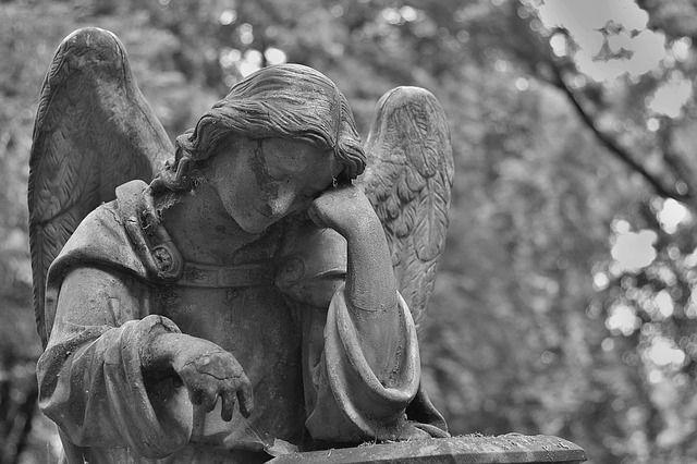 Старый мужчина скончался наБольшеохтинском кладбище