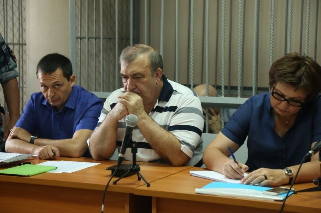 Все два года следствия Виктор Иоаниди (в центре) настаивает на своей невиновности, но точку в этом деле поставит судья.