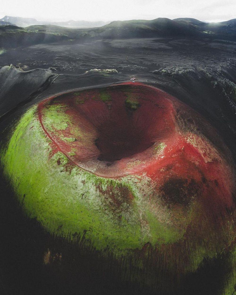 Знаете, что это? Это кратер вулкана под водой. Теперь вы видели все