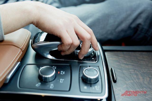 ВПетербурге убезработной украли Mercedes за5 млн руб.