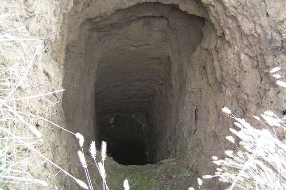 Глубина колодцев может достигать десяти метров.
