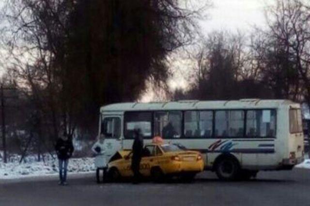 ВСмоленской области столкнулись «Паз» и«Daewoo Nexia»