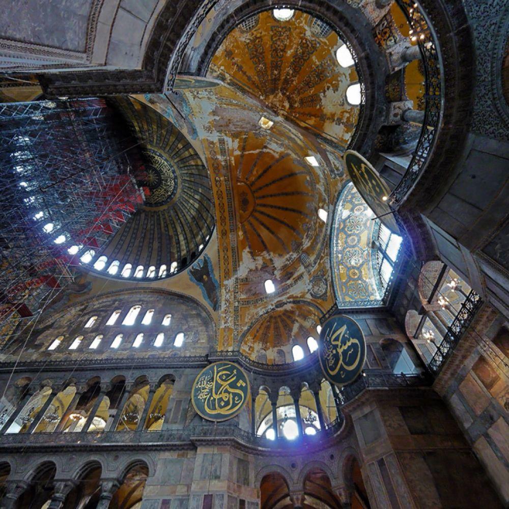Внутренний вид сводов собора.