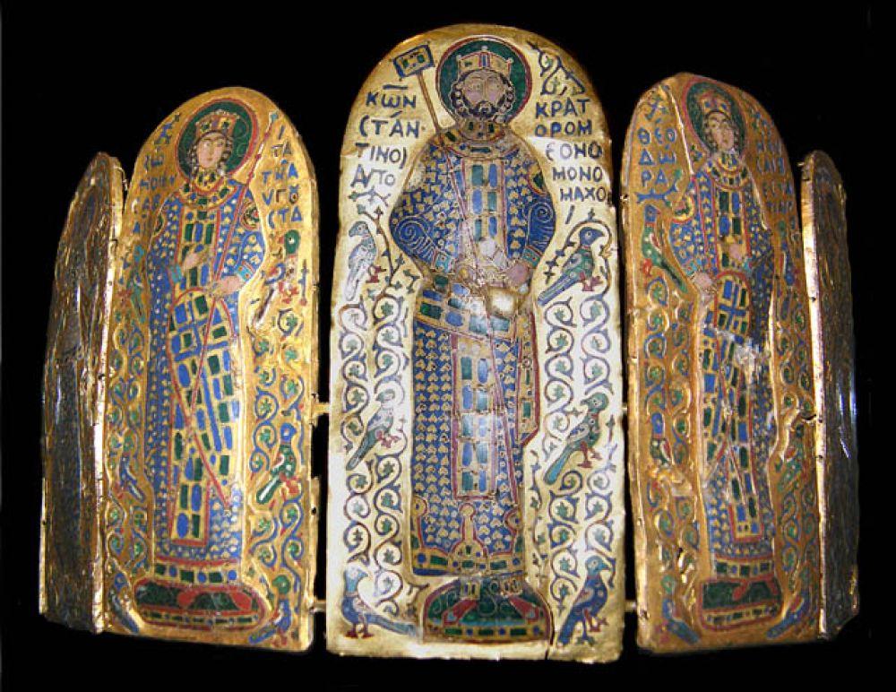 Корона Константина IX Мономаха — корона из золотых пластин, украшенных изображениями в технике перегородчатой эмали, созданная между 1042—1050 годами по заказу византийского императора.