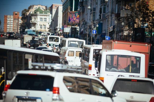 Пробки создают автомобили, но невозможно пересадить автомобилистов на автобусы и троллейбусы