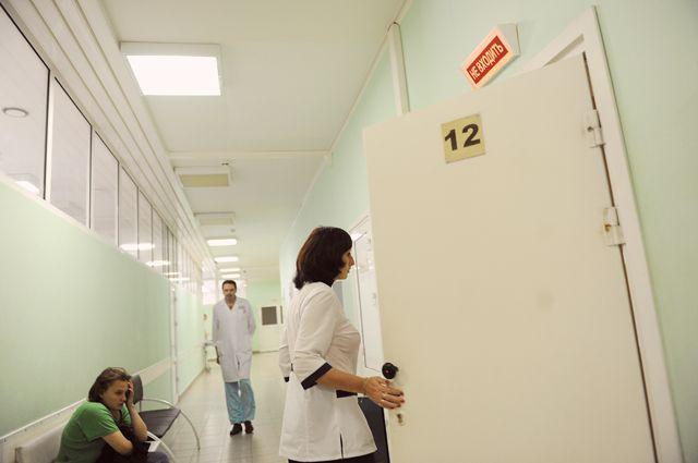 Палаты переполнены, больные лежат в коридоре