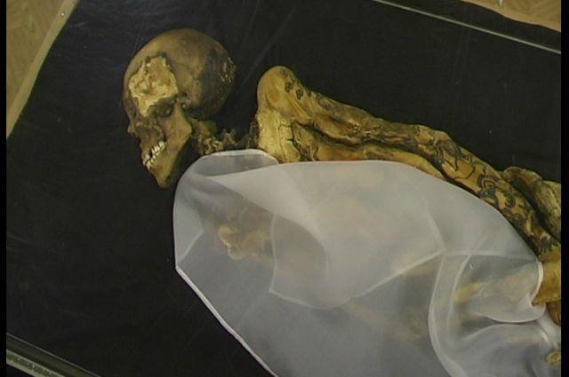 Возраст мумии составляет около 2,5 тысяч лет