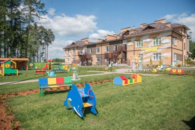 Настоящий дворец детства - детский сад «Солнечный лучик» возвели в Чернушке в 2016 г. благодаря нефтяной компании.