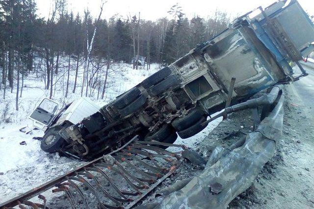 ВКамешковском районе мусоровоз влетел в«Газель»