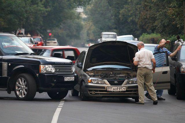 Делайте как можно больше фото с аварии, чтобы были доказательства для страховой или в суде.