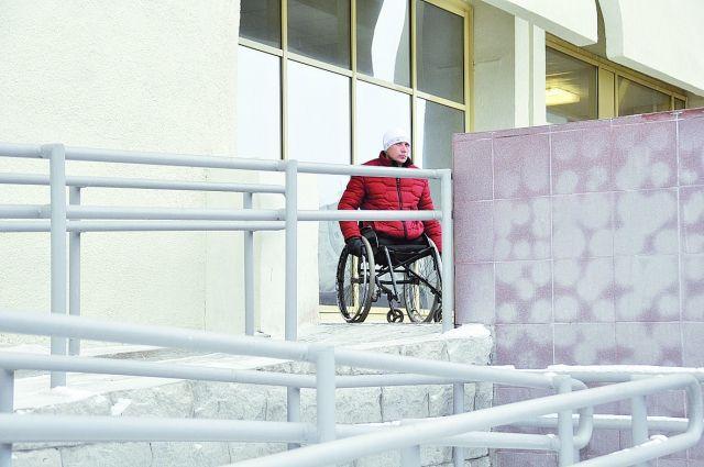 Неубранный снег сделал передвижение инвалидов по улицам настоящим испытанием.
