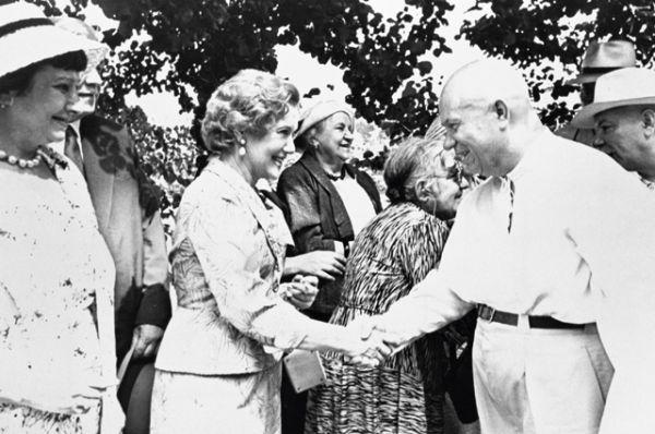 Никита Хрущев и Любовь Орлова, 1959 год.