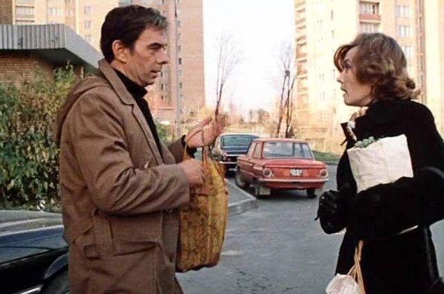 Катерина живет в своей квартире в одном из «генеральских» домов, которые были построены на Мосфильмовской ул. в 1972-м.
