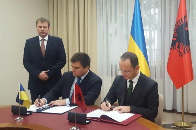 Украина и Албания договорились о безвизовом режиме