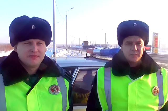 Автоинспекторы, задержавшие подозреваемого.