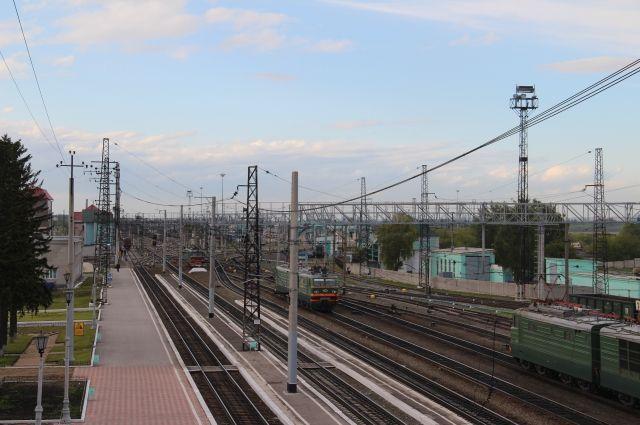 Около погибшего под поездом мужчины отыскали записку