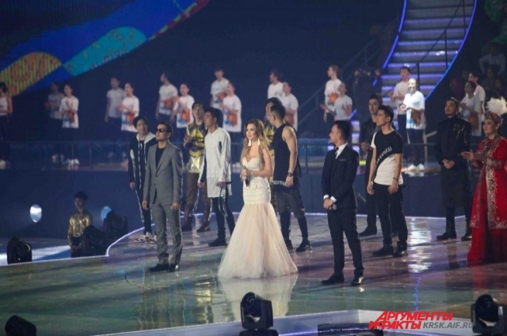 Выступили знаменитые артисты стран-участников.