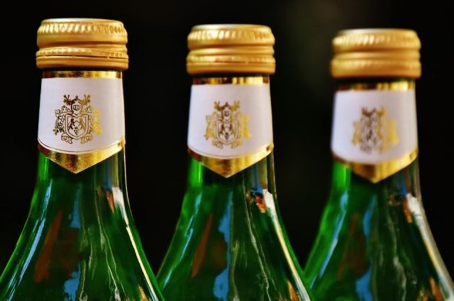 Подозреваемый из корыстных побуждений сбывал на территории Пензенской области по низким ценам спиртосодержащую продукцию под видом элитного алкоголя.