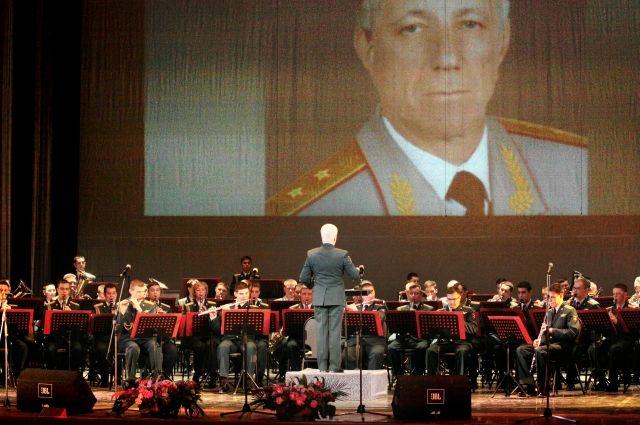 Центральный военный оркестр Министерства обороны играет произведения, написанные Валерием Халиловым.